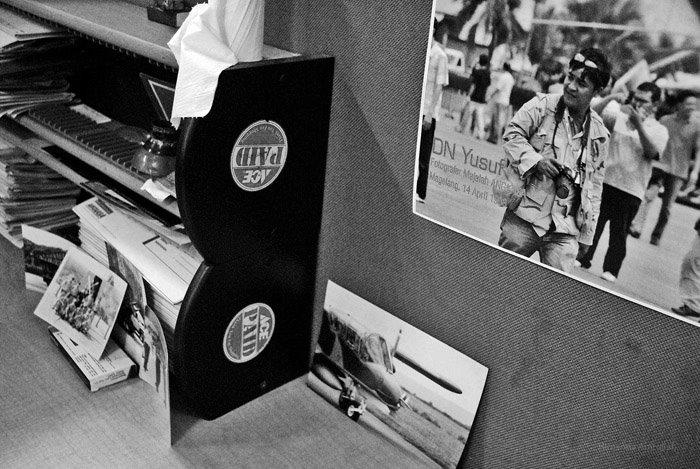 Meja kerja Almarhum Didik Nur Yusuf di kantor redaksi majalah Angkasa di setelah ditinggal pergi untuk selamanya (Himanda Amrullah Photo for DISPEN TNI-AU)