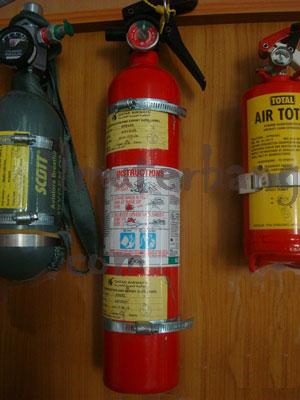 Tabung pemadam api (warna merah)