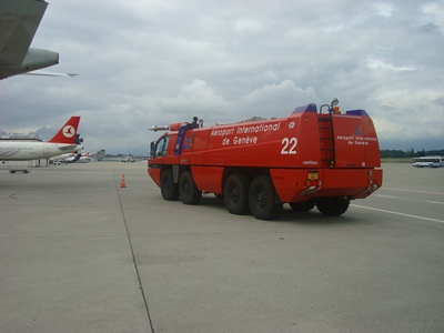 Pemadam kebakaran harus ada pada waktu refuel dengan mesin menyala